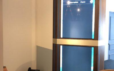 Un Totem d'affichage de réservation de salle